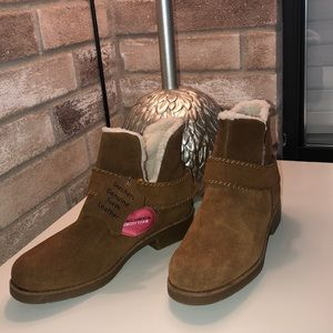 New with tags Skechers ankle boot